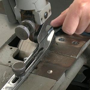 广州博深皮具厂生产解密-铲皮工序
