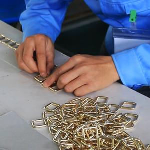 广州博深皮具厂生产解密-包五金工序